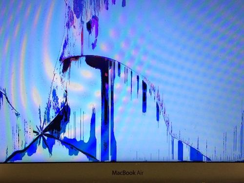 Prasklá, promáčklá LCD obrazovka u notebooku
