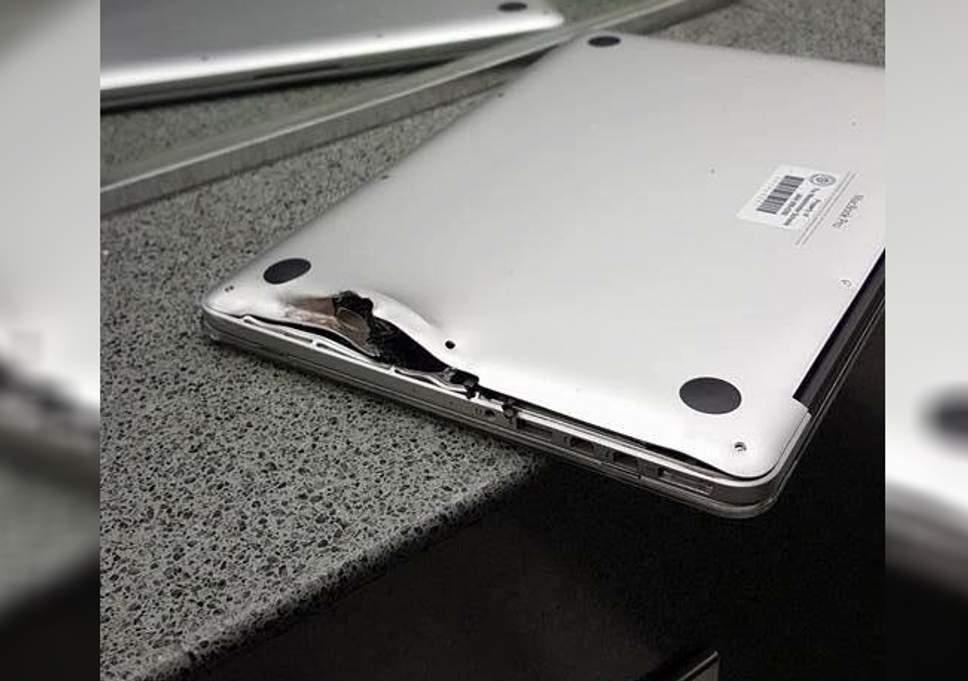 Poškozené tělo notebooku