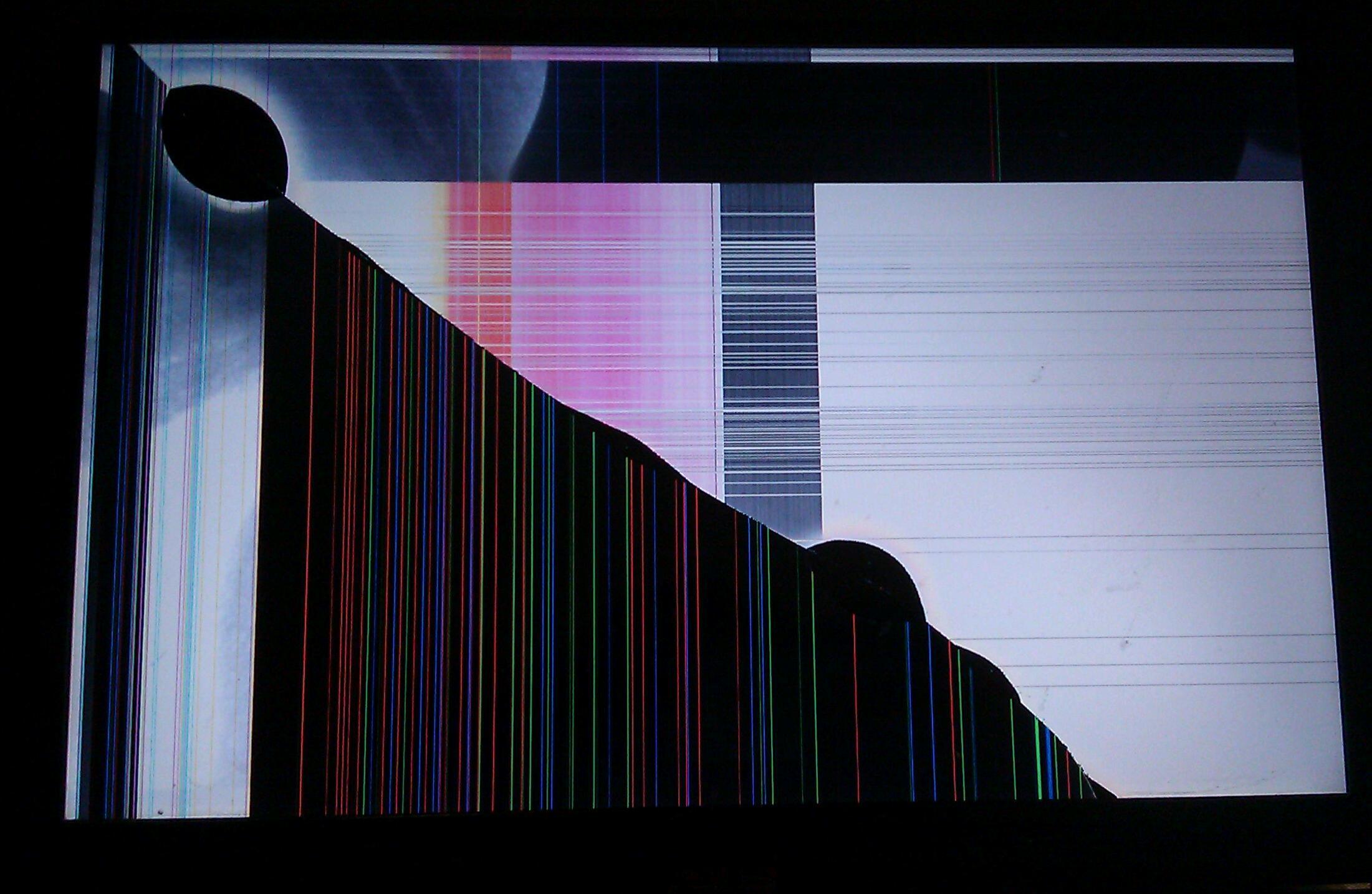 Promáčklá obrazovka notebooku