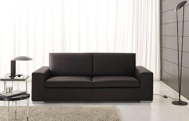 Moderní minimalistická sedačka v černé barvě