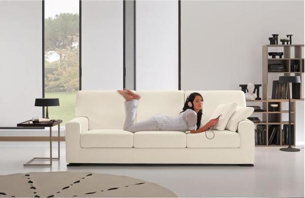 Jednoduchá béžová sedací souprava