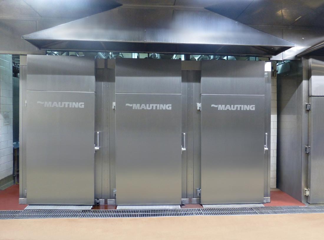 Dem Kunden in Weißrussland haben wir 3 Stück von Vier-Kammer-Räucherkammern UKM 2004.D mit Dampfheizung installiert.