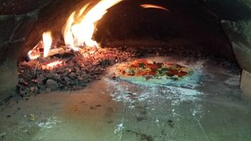 Hliněná pec na pizzu