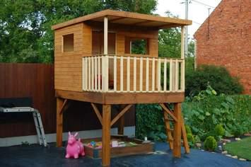 Zahradní dětský domeček